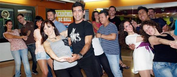 Our students and Spanish salseros during the Salsa class